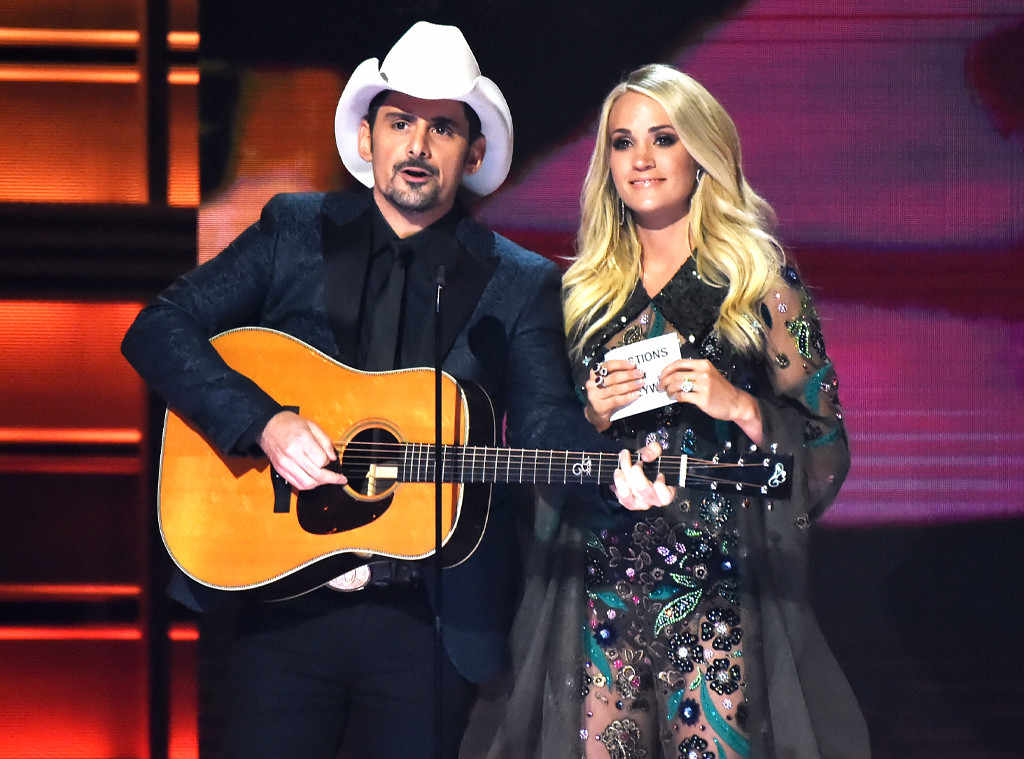 rs 1024x759 171108194218 1024.3.Brad Paisley Carrie Underwood CMA Awards.ms.110817