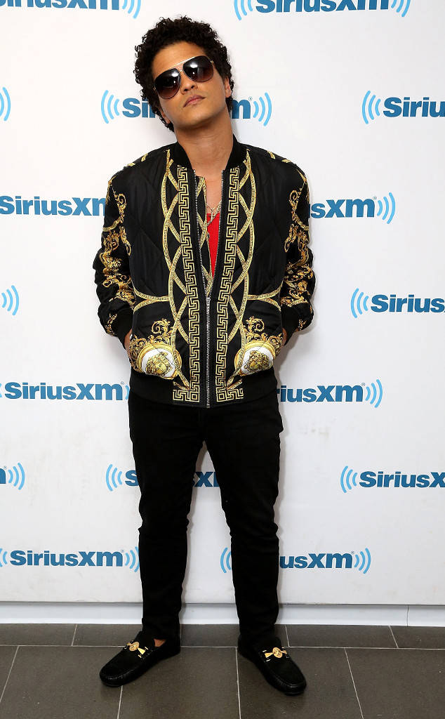 rs 634x1024 180126144300 634 bruno mars fashion gallery